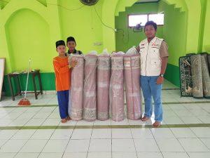 Jumat Berkah, SS Peduli salurkan Karpet Masjid di Ponpes
