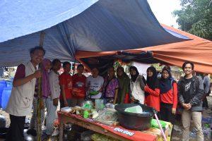 Penyaluran Bantuan dari Relawan Sinergi Sriwijaya Peduli untuk Banjir Lahat